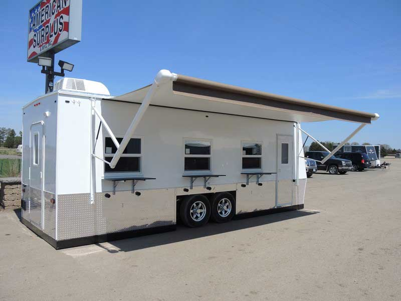 Auction trailer rv 8 39 x 22 39 milaca unclaimed freight for Ice castle fish house